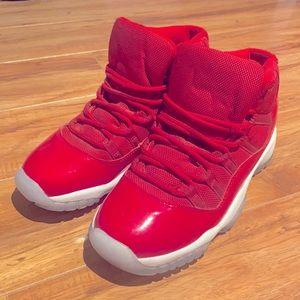 JORDAN 11 University Red Shoes